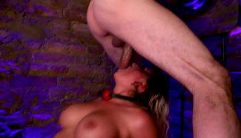 Mom Tegan and Kate enjoys pussy tribbing